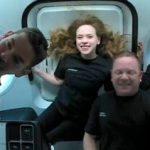 Turistas espaciales hablan con la Tierra desde cápsula Dragon (Fotos+Video)